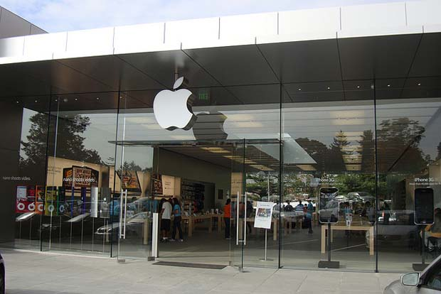 Woman Suing Apple After She Broke Her Nose Walking Into A Glass Door